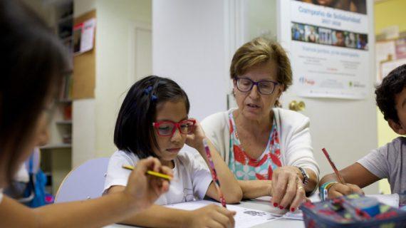 La Obra Social 'la Caixa' fomenta el voluntariado de 208 personas mayores en Sevilla