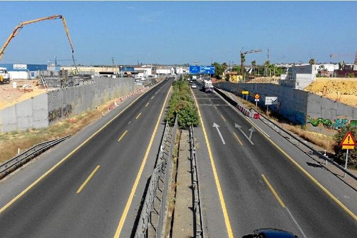 Cortan el tráfico en la A-392 Sevilla-Utrera en la madrugada del 1 al 2 de octubre
