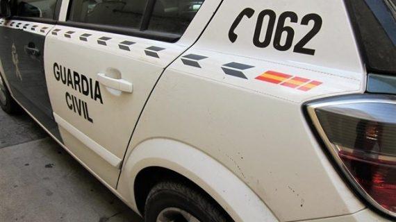 Detenido un hombre acusado de robar y amenazar con un hacha y resistirse a la autoridad en Villanueva