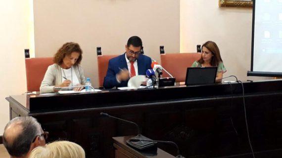 Utrera firma un convenio para la creación de un Plan Local de Salud