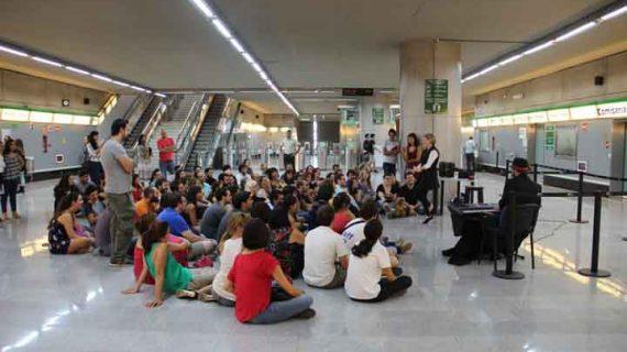 Los transportes urbanos de Sevilla refuerzan su servicio con motivo de la Noche en Blanco y la Carrera de la Mujer