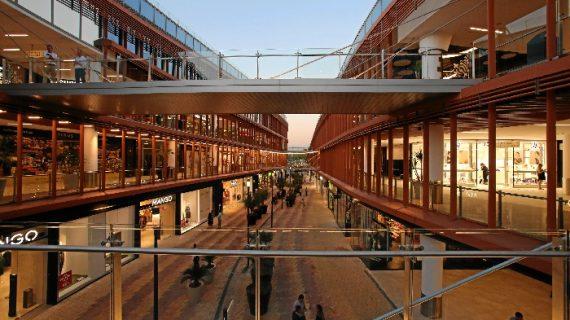 350.000 personas visitan el Centro Comercial Torre Sevilla en su primera semana