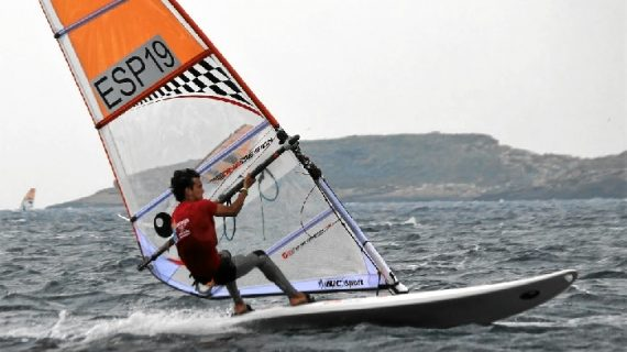 El windsurfista sevillano Aurelio de Terry, 6º en el Campeonato de Europa en la clase Techno 293