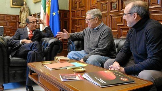 El prestigioso arqueólogo y catedrático Antonio Gilman Guillén, nieto de Jorge Guillén, visita la Universidad de Sevilla