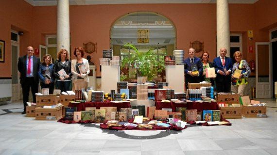 Sevilla dona casi 1.000 libros para la promoción de la cultura en colectivos en riesgo de exclusión social