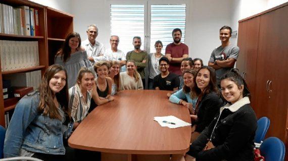 Un grupo de estudiantes de salud norteamericanos visita el Área de Radiodiagnóstico del Valme