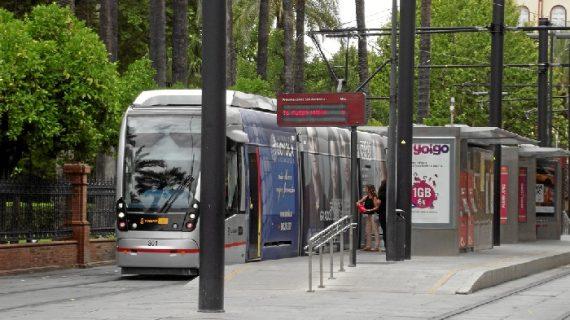 Metro amplía su oferta un 57% por la salida extraordinaria de la Esperanza de Triana
