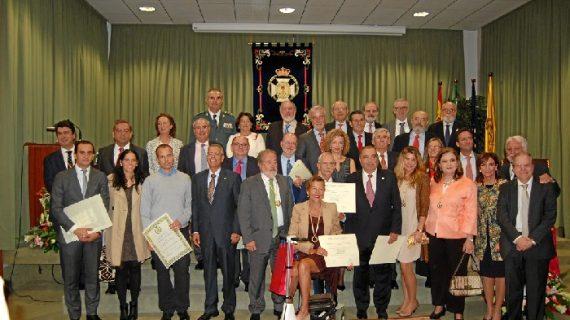 El Colegio de Médicos premia la trayectoria de profesionales sevillanos por el día de San Lucas