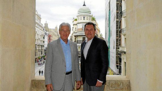 Richard Gere rueda para la serie 'Mother, father, son' en el Ayuntamiento de Sevilla