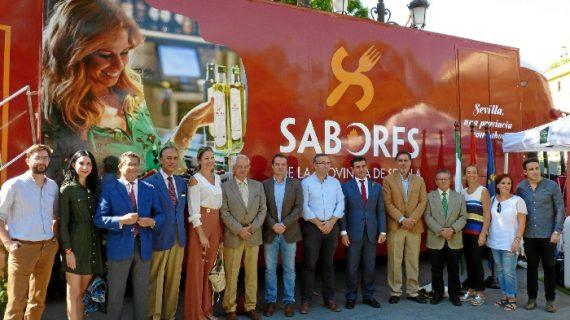 Casi 5.000 personas visitan el autobús de 'Sabores de la Provincia' a su paso por Andalucía y Faro