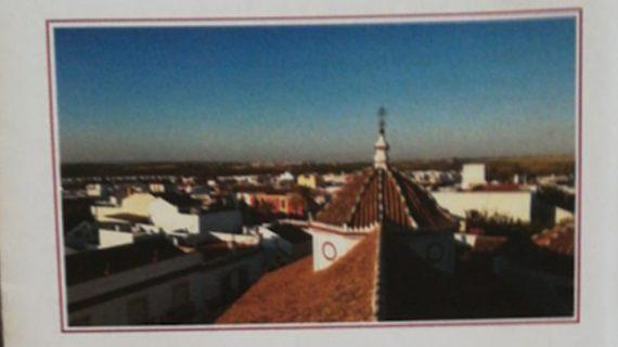 Villanueva del Ariscal recuerda su pasado a través de una exposición de documentos históricos