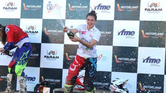 La moronense Miriam Mena se convierte en la campeona de España más joven de motocross