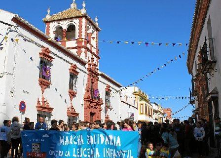 Fuentes de Andalucía recauda fondos para la investigación de la leucemia con una marcha solidaria