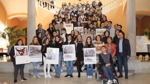 'Mujeres libres, no valientes' es el eslogan creado por jóvenes de secundaria en un concurso para el 25N