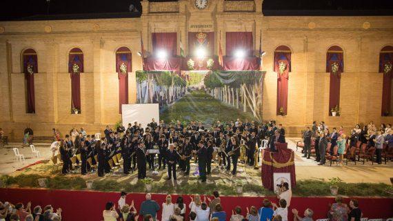 La banda municipal de La Puebla del Río homenajea a Los Romeros de La Puebla en su concierto de Santa Cecilia