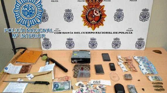 Detenida una pareja en Dos Hermanas por transportar sustancias estupefacientes en su vehículo