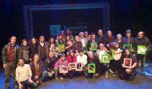 Foto de familia con los galardonados en los Premios Escenarios de Sevilla 2017-2018.
