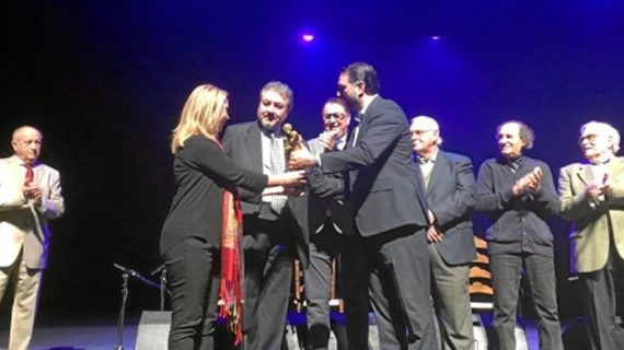 El guitarrista Niño Elías recibe la distinción 'La Musa del Flamenco' en Alcalá de Guadaíra