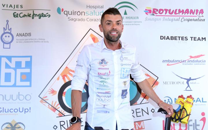Un deportista sevillano con diabetes tipo 1 recorre la distancia Eibar-Sevilla en bicicleta