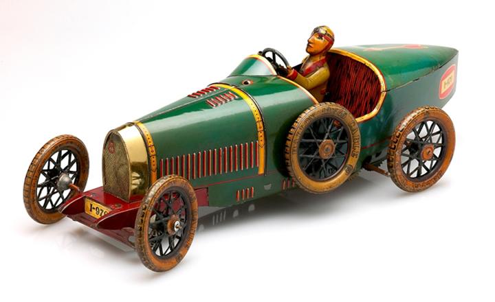 Tomares hace un recorrido por la historia del juguete español