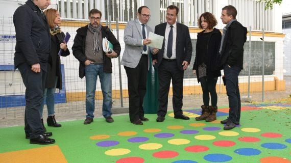 El céntrico colegio Huerta de Santa Marina disfruta de su patio reformado