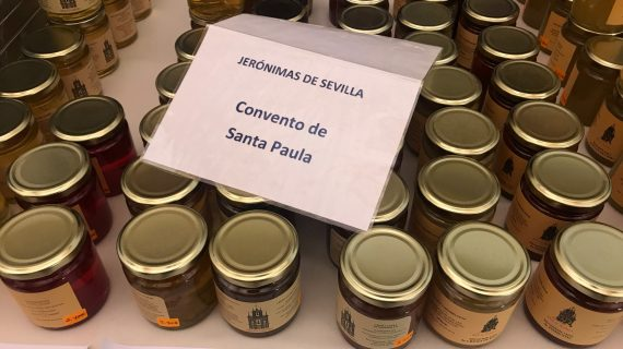 La exposición de dulces de conventos del Real Alcázar en imágenes