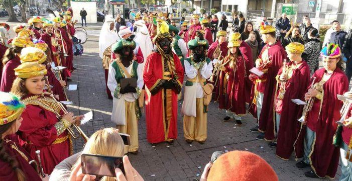 El Cartero Real de las hermandades de Vísperas visita a los niños del Macarena este domingo