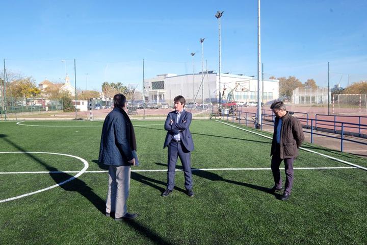 El delegado de Deportes, David Guevara, visitando el Centro Deportivo de San Jerónimo.