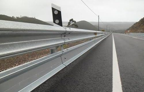 Contratada la instalación de barreras de seguridad para motoristas en las carreteras sevillanas