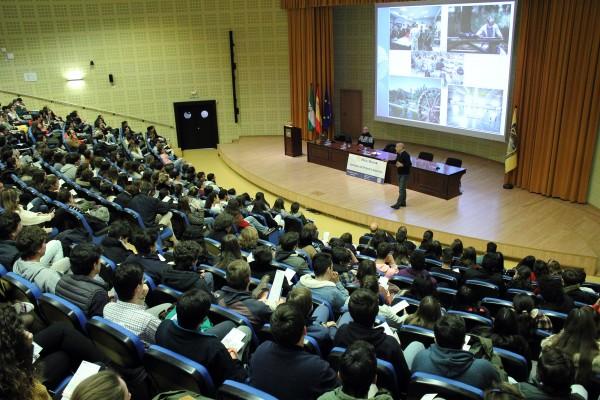 Viernes de excursión a la universidad para orientar el futuro de los estudiantes sevillanos