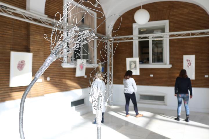 La exposición 'Flores en el corazón' despide el año en el Virgen del Rocío