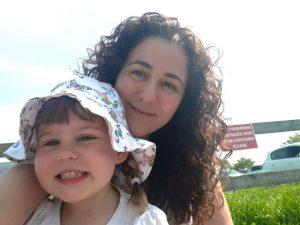 La sevillana Gema Márquez, con su hija.