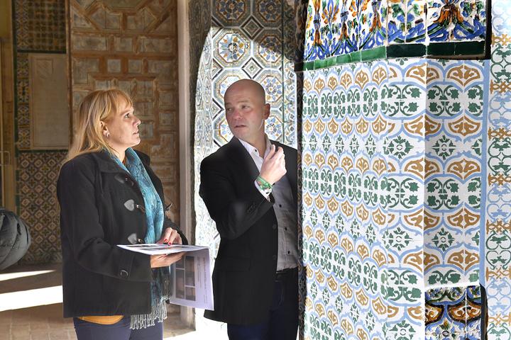 El delegado territorial de Cultura, Turismo y Deporte, José Manuel Girela, comprobndo la finalización de los trabajos.