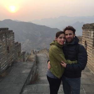 Plácido González Martínez con su mujer, Eva García Pascual, en la Gran Muralla China.