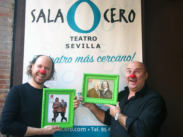 Los Síndrome, Práxedes Nieto y Víctor Carretero, con sus Premios Escenarios de Sevilla.