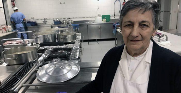 El comedor social del Pumarejonos abre las puertas de su cocina