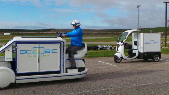 Sevilla presenta el Scoobic, un vehículo eléctrico para el reparto de paquetería