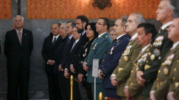 Condecorada la vicerrectora de Relaciones Institucionales de la UPO con la Cruz al Mérito Militar