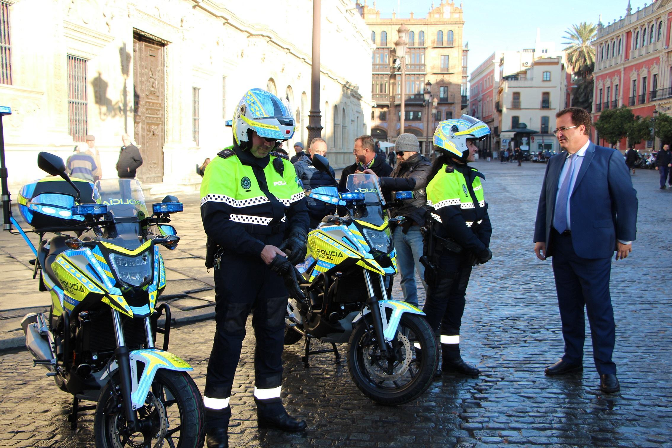 9cd62bc36bf La Policía Local suma ocho motocicletas con material innovador de ...