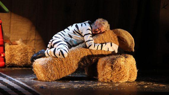 La compañía Escenoteca agota las entradas del Teatro Alameda con 'La cebra Camila'