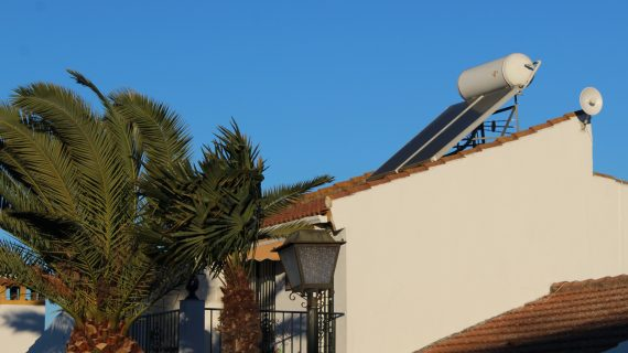 Gines bonifica a más de 600 viviendas con placas solares