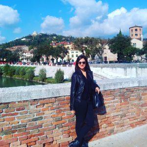 En la imagen, Rosario en Verona, recorriendo el país.