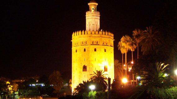Sevilla se prepara para los Goya con iluminación y fotografías