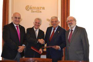 En la imagen, el Presidente de la Cámara de Comercio, Francisco Herrero y el Presidente de la Asociación AGNYEE, José Sola, acompañados por Juan Rivera y Juan Manuel Eguiagaray.