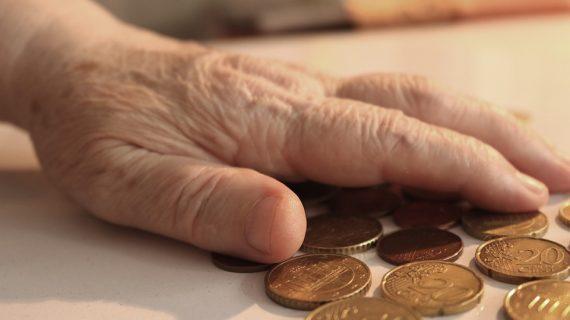 Más de 15.400 sevillanos se benefician de la subida de la pensión de viudedad