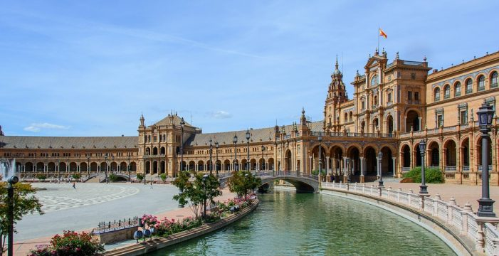 Renfe patrocina la ciudad de Sevilla en sus billetes