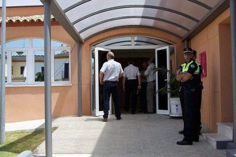 Se entrega a la Policía en Alcalá de Guadaíra para que le ayude a dejar la droga