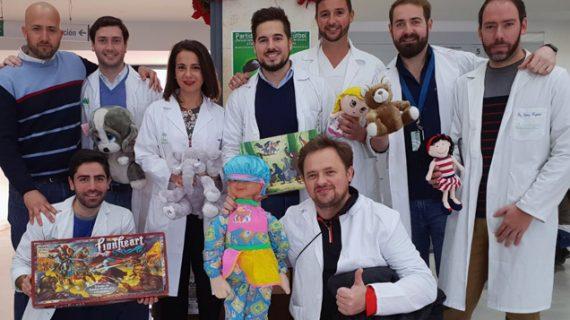 El Hospital de Valme recauda juguetes y fondos para niños desfavorecidos de Utrera
