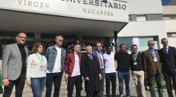 El Sevilla FC visita a los niños hospitalizados del Macarena