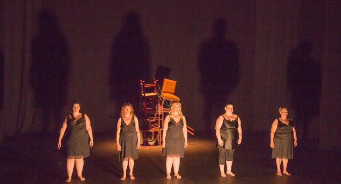 Mujereando, el grupo de teatro de mujeres sin hogar da el salto a la gran pantalla